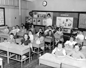 Black and white photo from 1960s(?) era of a school room